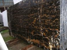 Supply polished slabs 0.8 cm in natural marble BLACK AND GOLD E-41106. Detail image pictures
