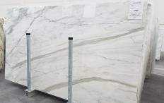 Supply polished slabs 0.8 cm in natural marble CALACATTA CARRARA 1360. Detail image pictures