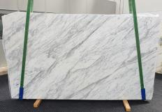 Supply honed slabs 1.2 cm in natural marble CALACATTA CARRARA #1370. Detail image pictures