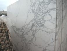 Supply polished slabs 0.8 cm in natural marble CALACATTA CARRARA E-O448. Detail image pictures