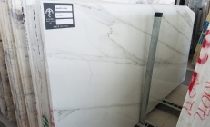 Supply polished slabs 1.2 cm in natural marble CALACATTA LINCOLN U0180509. Detail image pictures