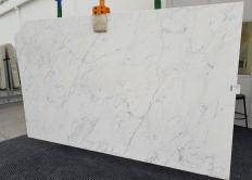 Supply honed slabs 0.8 cm in natural marble CALACATTA MIELE 1303. Detail image pictures