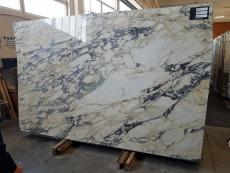 Supply polished slabs 0.8 cm in natural marble CALACATTA MONET Z0158. Detail image pictures