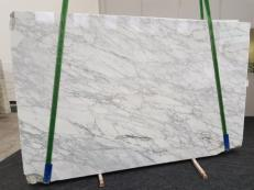 Supply polished slabs 0.8 cm in natural marble CALACATTA VAGLI VENA FINA GL 1128. Detail image pictures