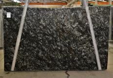 Supply honed slabs 1.2 cm in natural gneiss METALIC 386. Detail image pictures
