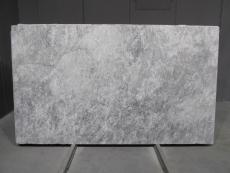 Supply honed slabs 0.8 cm in natural marble TUNDRA GREY 1725M. Detail image pictures