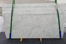 Supply honed slabs 0.8 cm in natural marble VENATINO BIANCO 1256. Detail image pictures