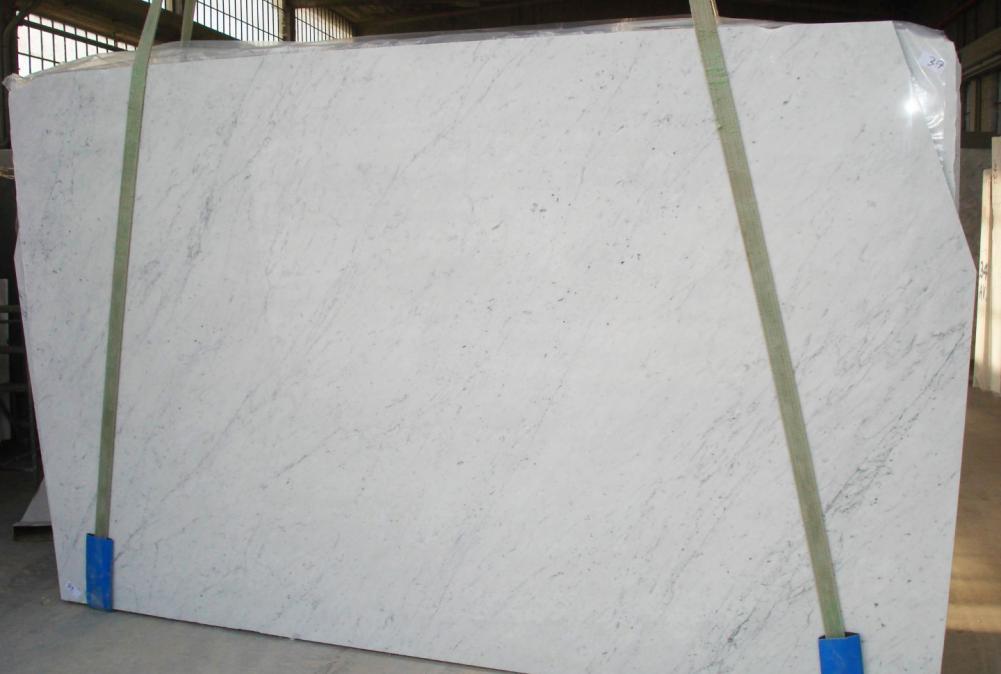 BIANCO CARRARA C honed slabs 2274 natural marble