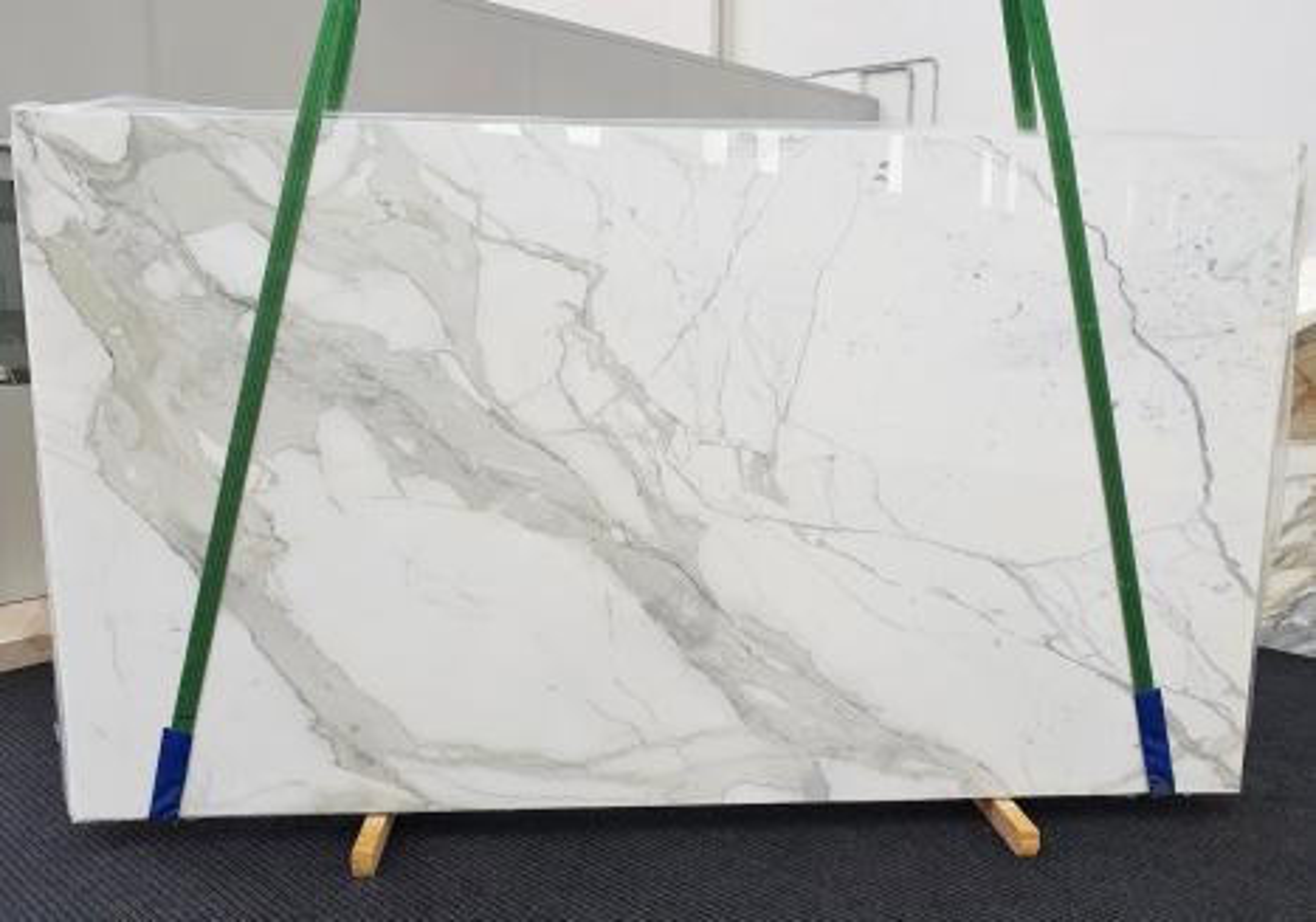 CALACATTA EXTRA Supply Veneto (Italy) polished slabs 1377 , Slab #54 natural marble