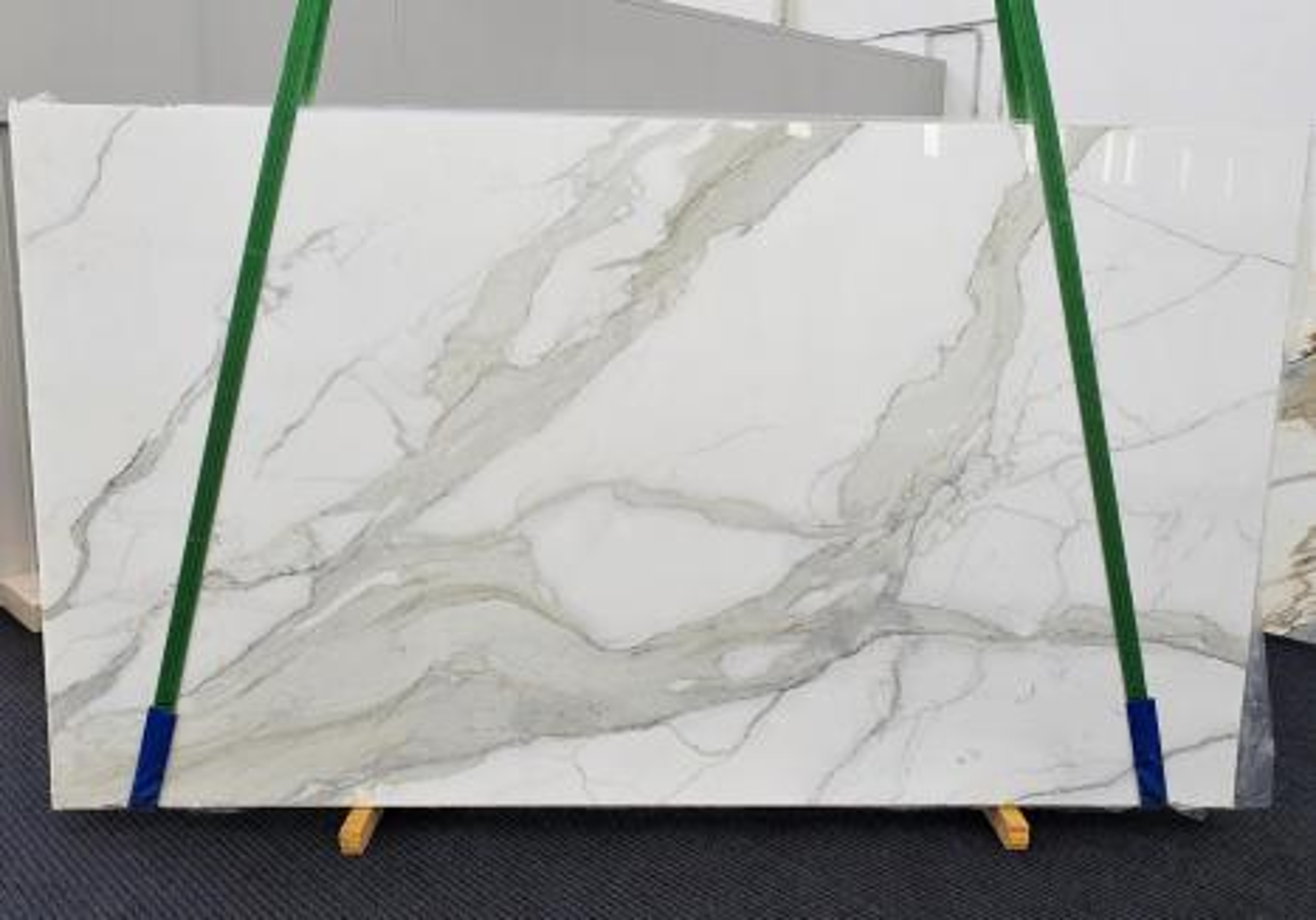 CALACATTA ORO EXTRA Supply Veneto (Italy) polished slabs 1366 , Slab #09 natural marble