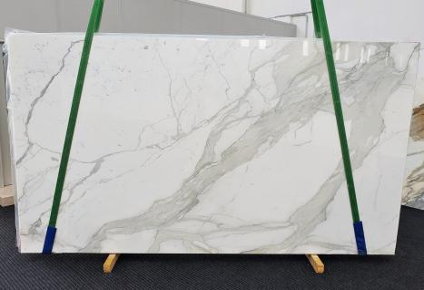 CALACATTA ORO EXTRA Supply Veneto (Italy) polished slabs 1366 , Slab #45 natural marble