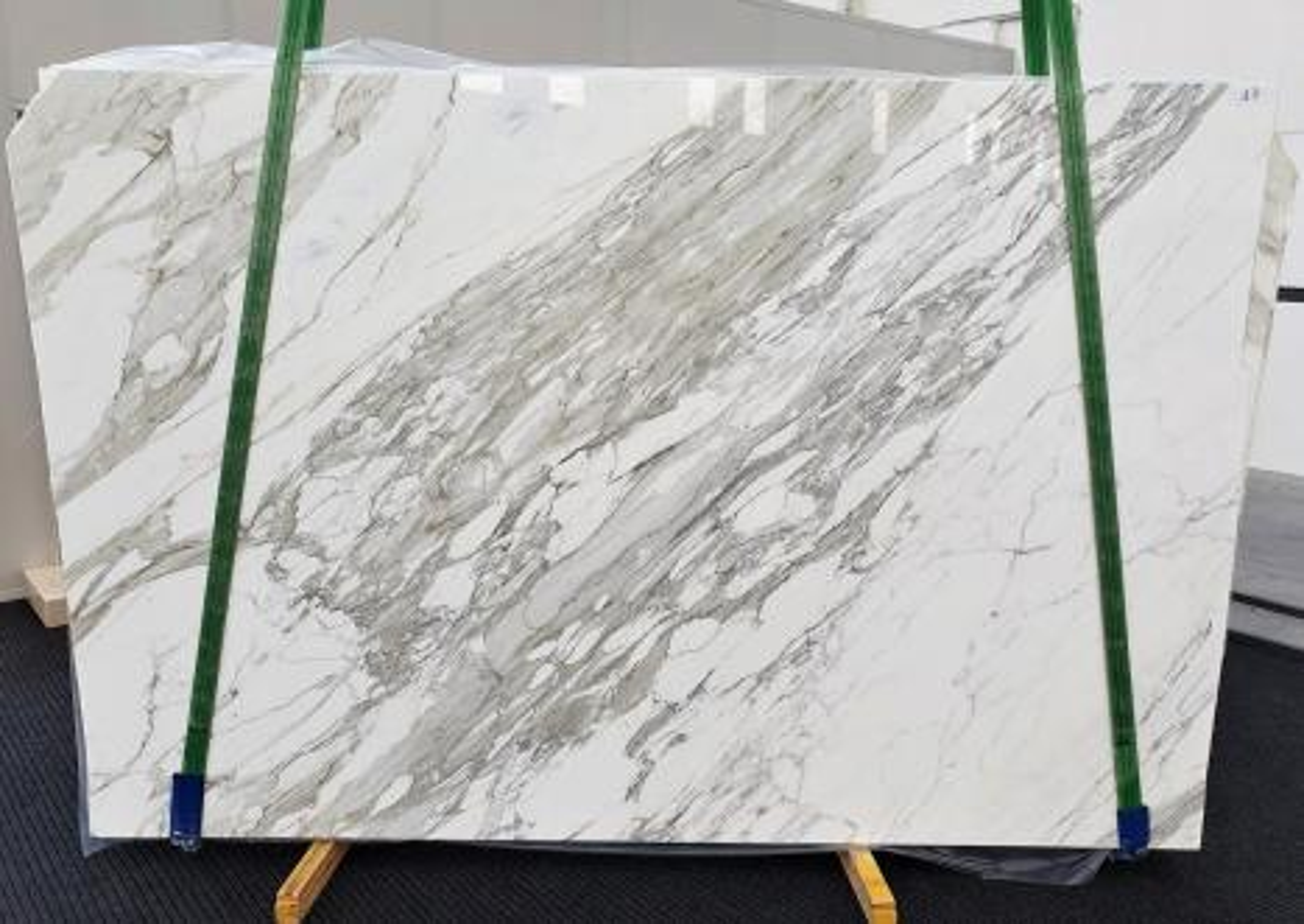 CALACATTA Supply Veneto (Italy) polished slabs 1344 , C - slab #17 natural marble