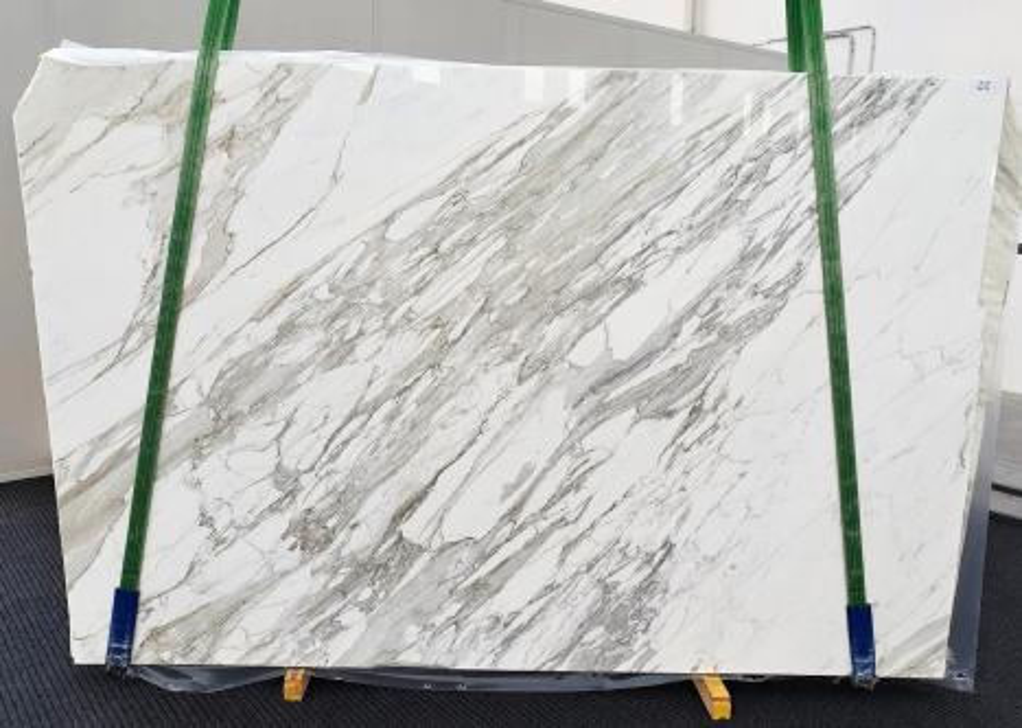 CALACATTA Supply Veneto (Italy) polished slabs 1344 , C - slab #22 natural marble