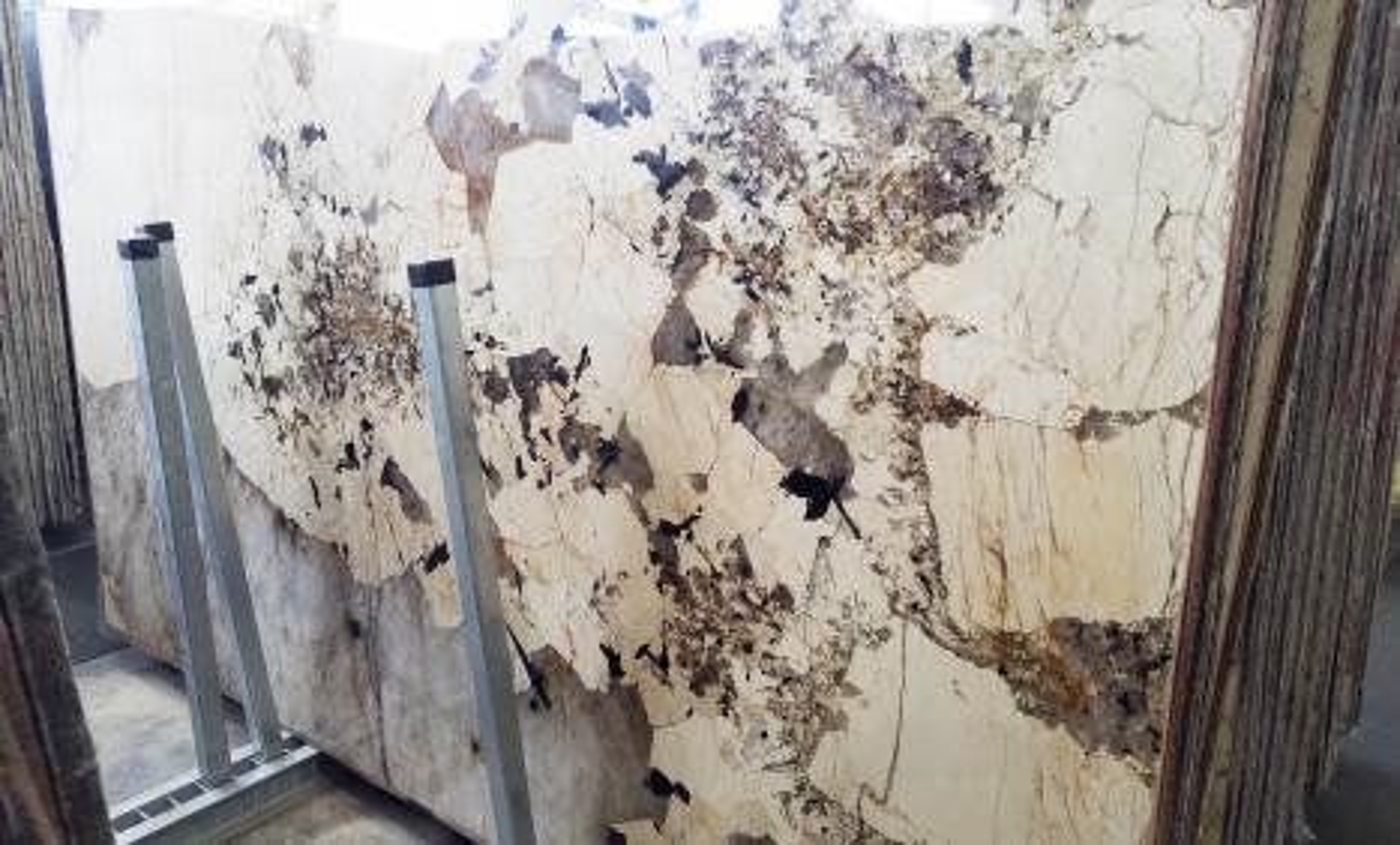 PATAGONIA Supply Veneto (Italy) polished slabs A0382 , Slab #08 natural granite