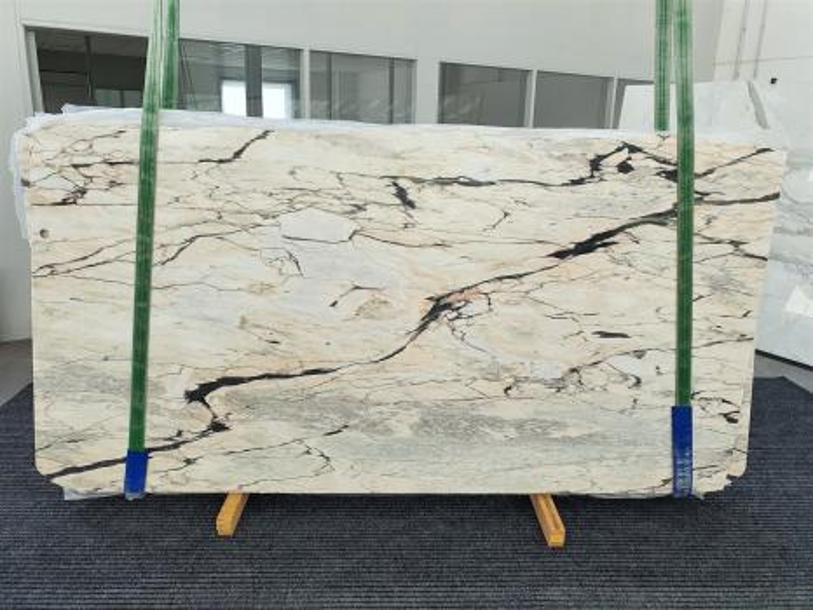 STATUARIO CORAL Supply Veneto (Italy) polished slabs 1328 , Bundle #01 natural marble